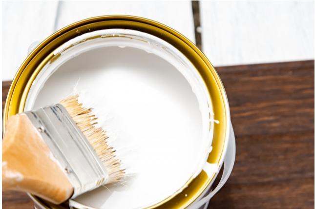 DIYでフローリングにペンキ塗りは可能?