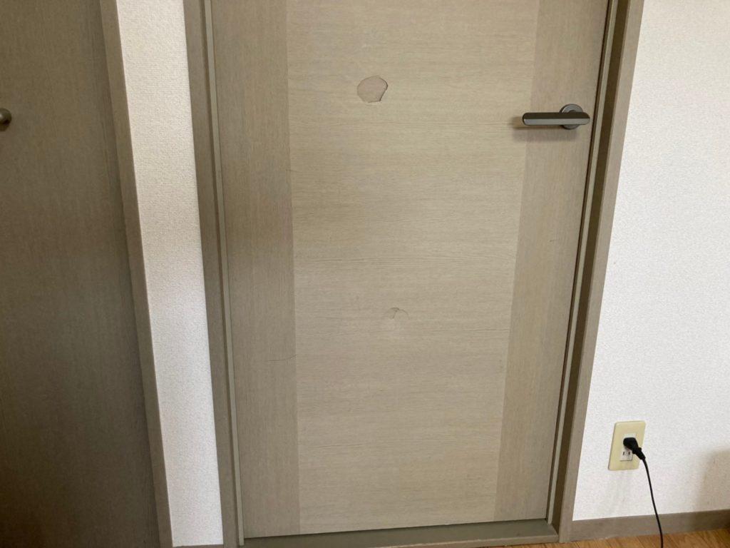 大阪府箕面市で建具ドアの穴凹み補修をしてきました。
